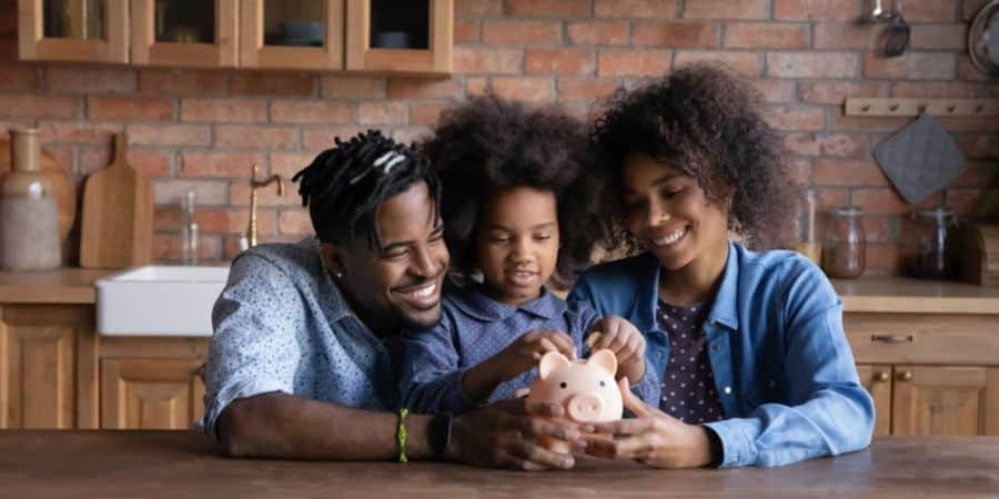 parents teaching kid money management skills